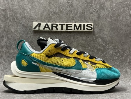 UA Sacai x Nike Vaporwaffle Green