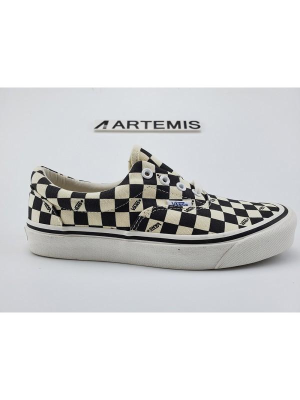 UA Vans OG Checkerboard Black